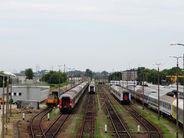Wagony osobowe na Olszynce Grochowskiej.