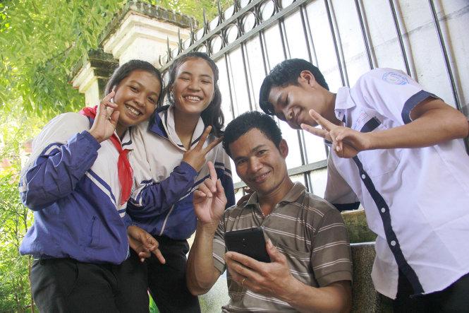 Gia Lai: Bộ đội biên phòng nuôi học trò nghèo