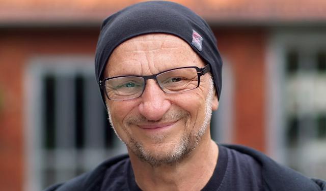 Auf ein Wort: Gemeinnützigkeit | Titus Dittmann erklärt seine Art von Gemeinnutzen mit Skateboards - Sponsored by ARAG