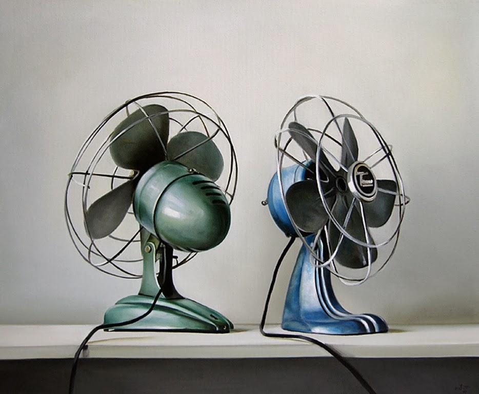maletas-y-ventiladores-en-hiperrealismo-al-oleo