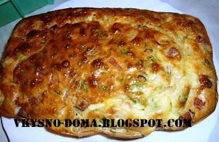 Кекс с фасолью,колбасой и сыром
