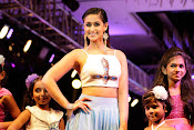 illeana latest photos at fashion show-thumbnail-6