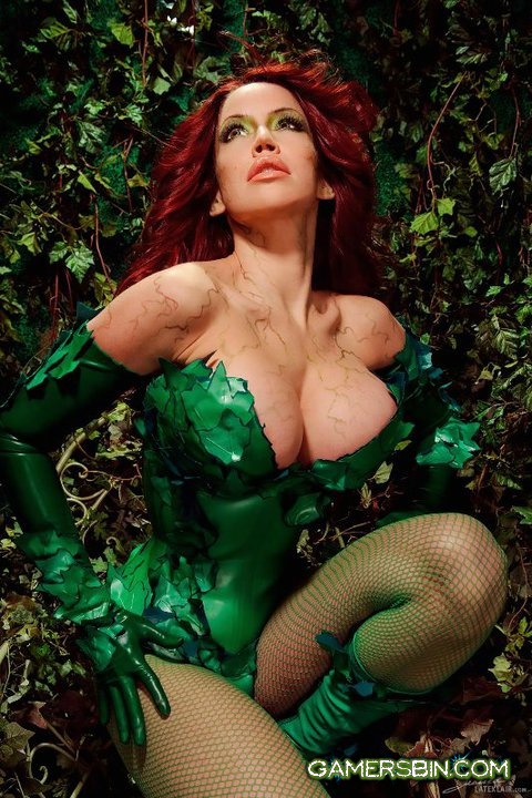Bianca Beauchamp en cosplay latex poison ivy