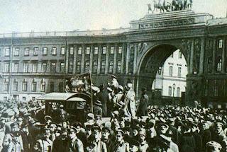 """""""El Partido Bolchevique: El gran ausente en la """"Historia"""" de Trotsky"""" - texto publicado en mayo de 2013 en el blog Crítica Marxista-Leninista - contiene extractos del prefacio del libro """"All Power to the Soviets"""", del trotskista británico Tony Cliff  Bolcheviques+arengando+a+las+masas+en+Petrogrado+-+1917"""