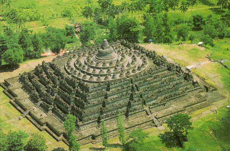 Candi Borobudur dilihat dari Atas
