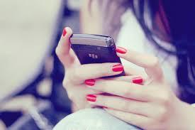 Grace usa celular