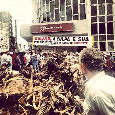 Protesto na sede do Banco do Nordeste em Campina Grande