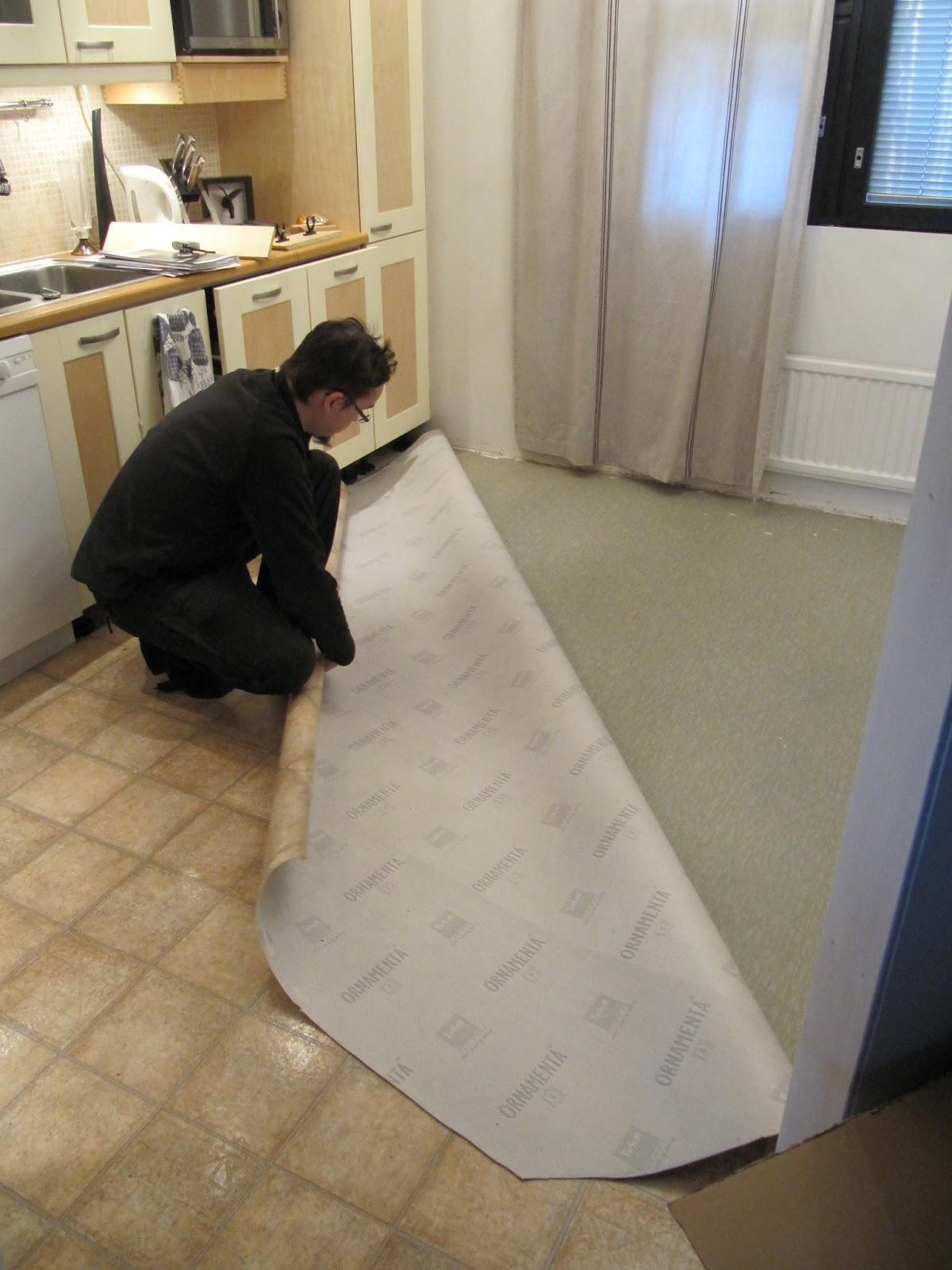 Keittiön lattia muovimatto  Perhekoti ilmapiiri