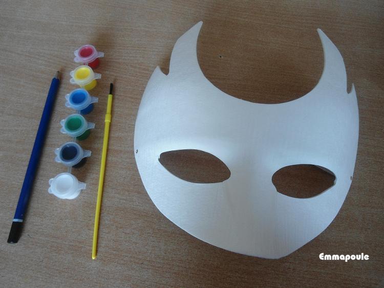 Emma poule masque arlequin for Decorer un masque blanc