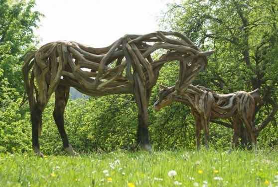 Tahta Ağaç At Heykeli