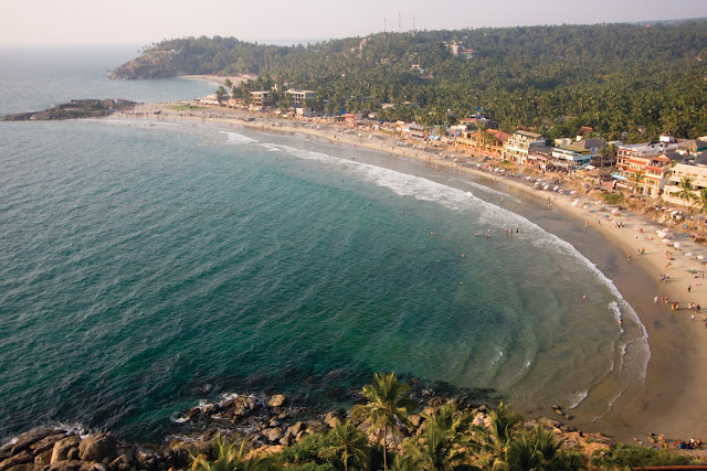 Crescent_shaped_kovalam_beach_Kerala