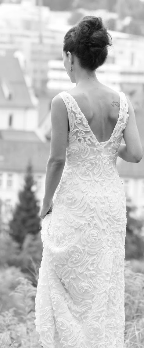 Lea Kovats: Brautkleid mit tiefem Rückenausschnitt