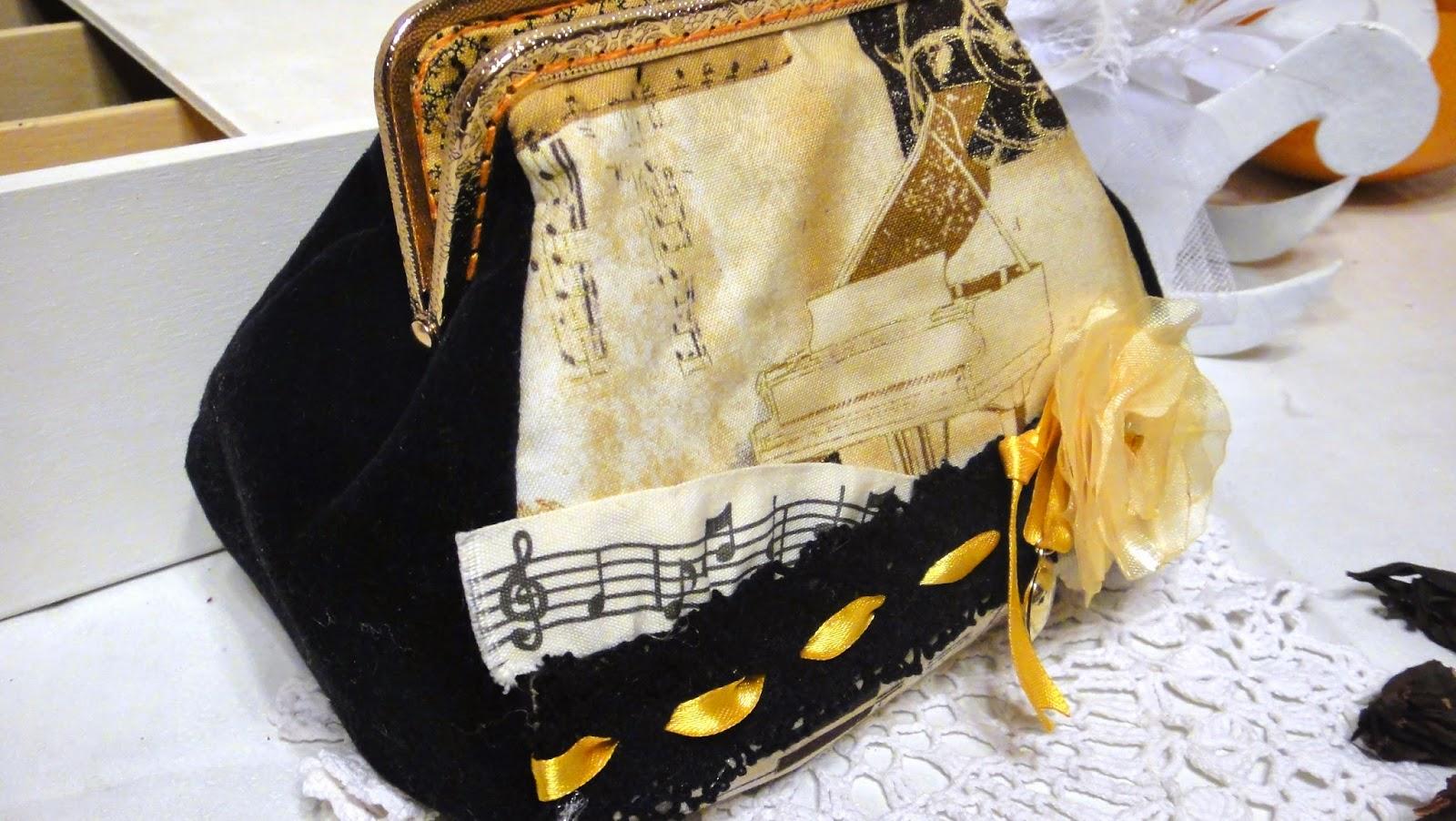Женская косметичка для музыканта Черный бархат, фермуар под золото