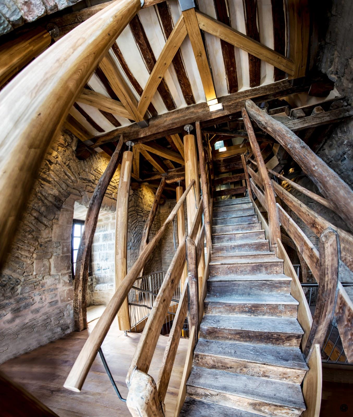 Vieja escalera de acceso a la torre :: Canon EOS 5D MkIII | ISO400 | Canon 17-40 @17mm | f/4.0 | 1/30s