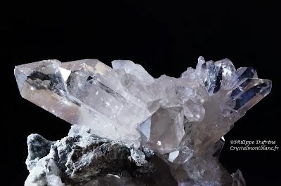 cristaux de quartz légèrement fumé trouvé par un cristallier près du Mont-Blanc