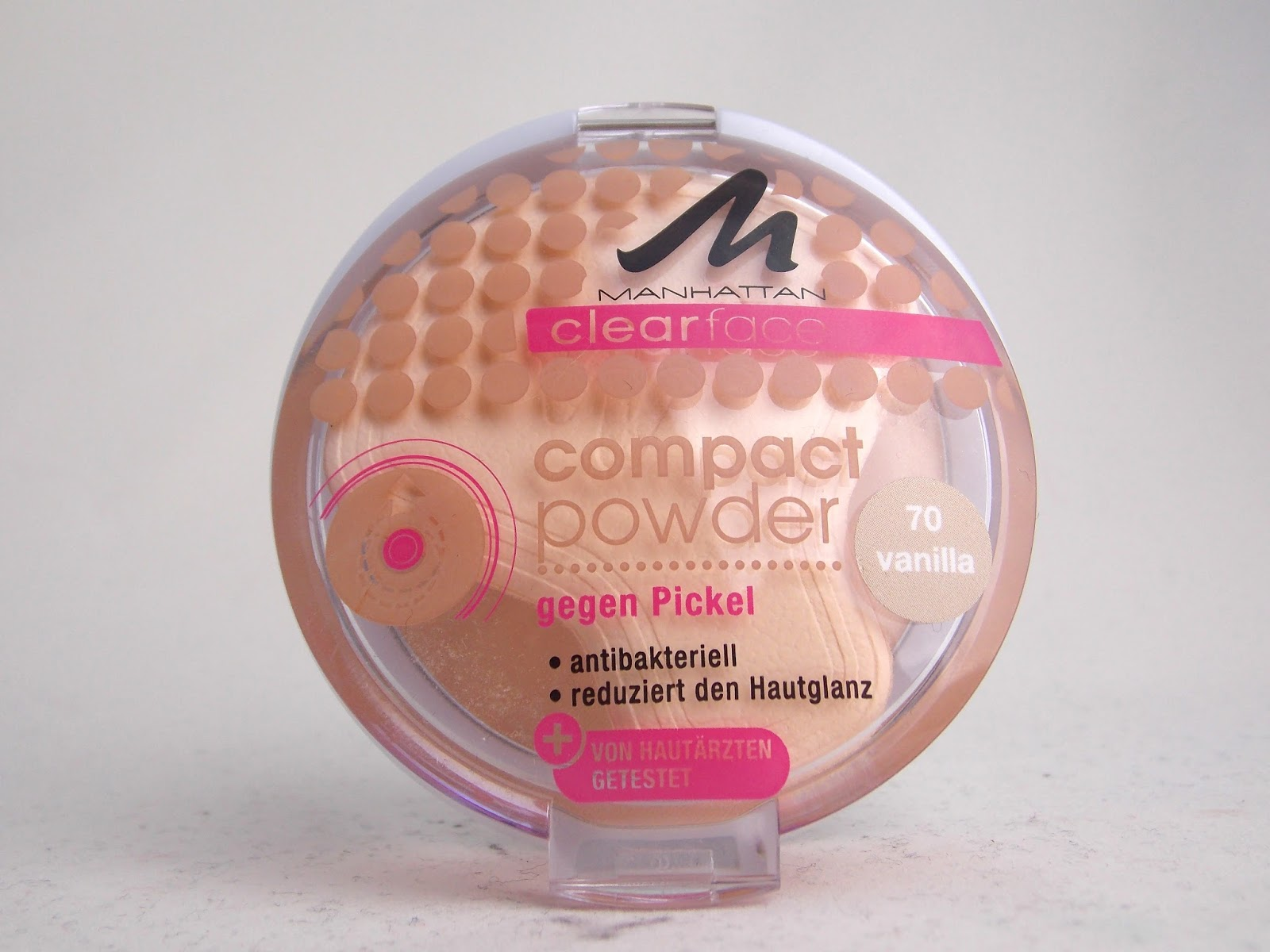 review manhattan clearface compact powder puder 70 vanilla julias beauty blog. Black Bedroom Furniture Sets. Home Design Ideas