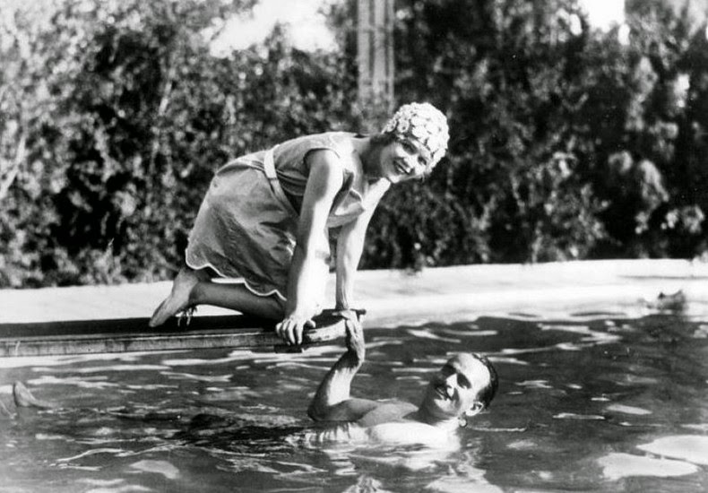 A Trip Down Memory Lane Photos Of The Day Classic Hollywood And Their Swimming Pools