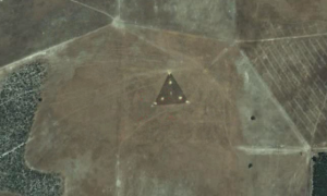"DISCLOSURE: ""Phoenix Lights"" Triangle UFO on GOOGLE Earth  UFO.shf_-300x180"