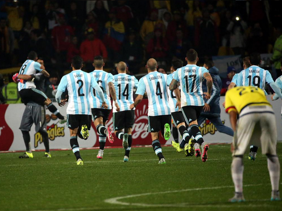 Colômbia segura Argentina no tempo normal, mas perde nos pênaltis