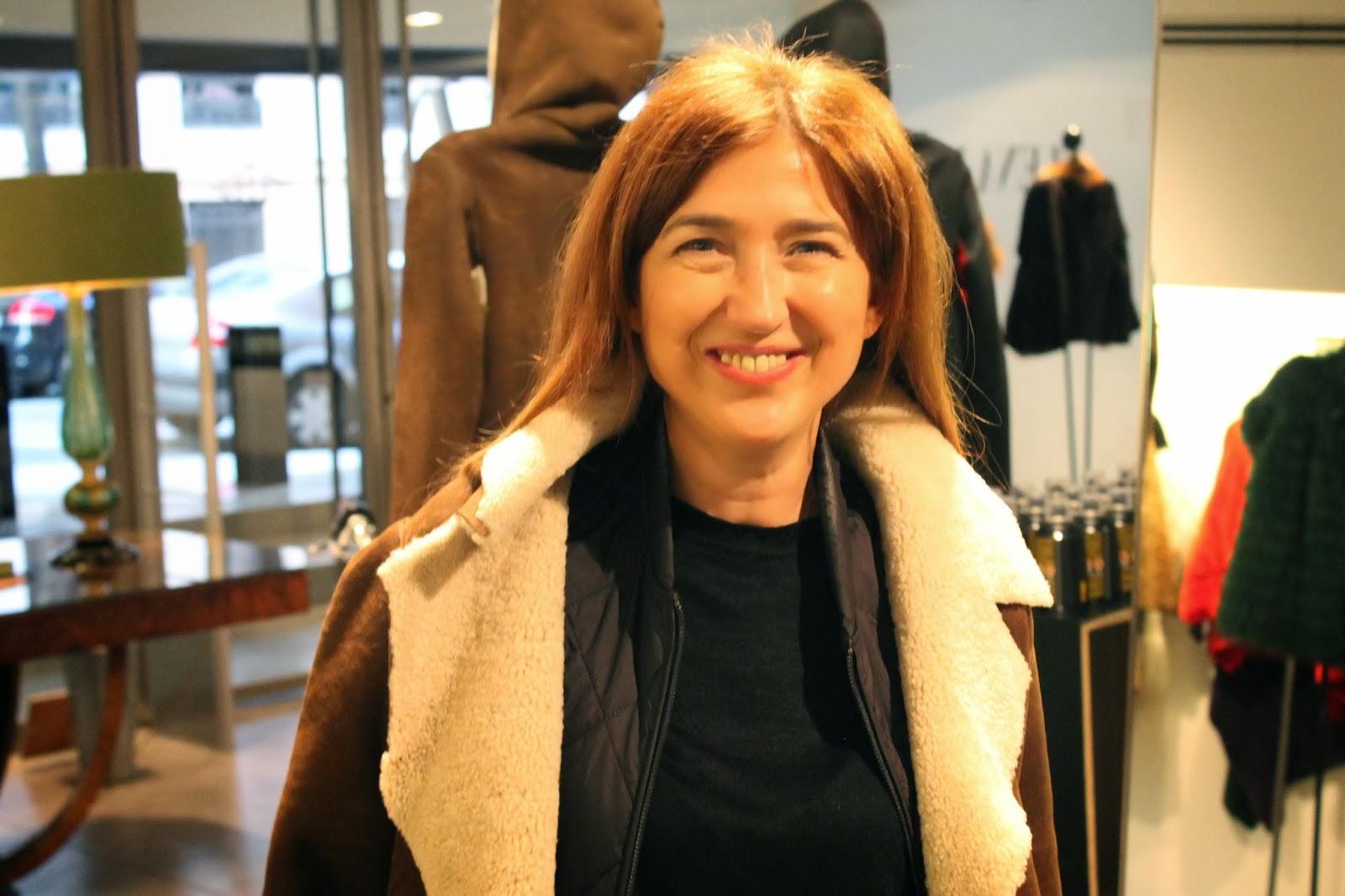 Carmen Hummer en Elena Benarroch con abrigo de Yaël Barnatan