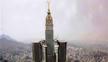 تركيب أطول مئذنة ذهبية في العالم فوق ساعة مكة