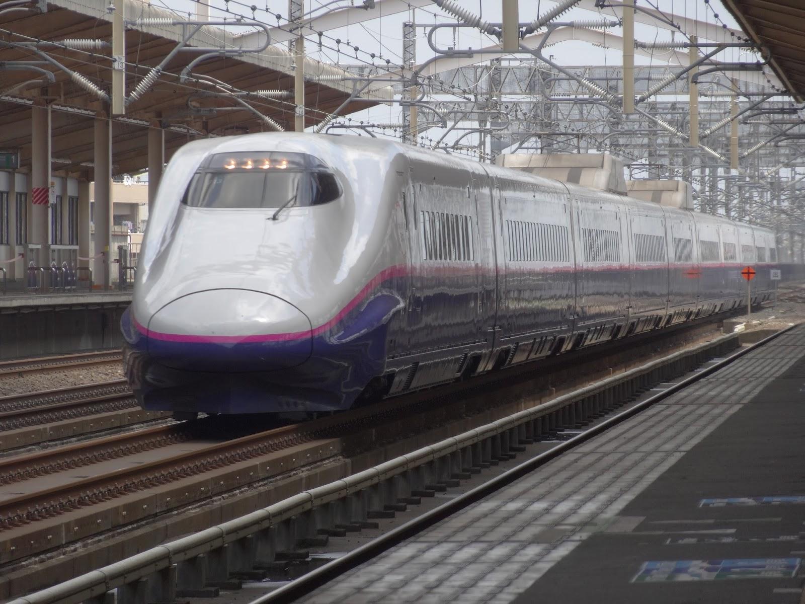 東北新幹線小山駅を通過するE2系