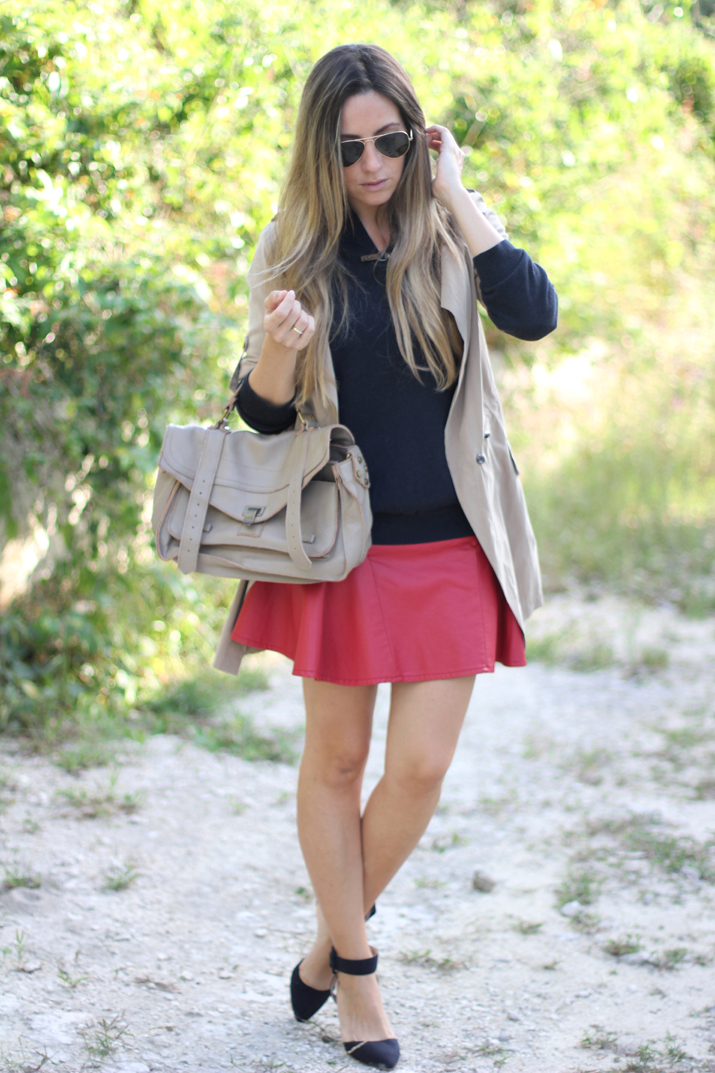 Red skater skirt and beige trench by fashion blogger Mónica Sors