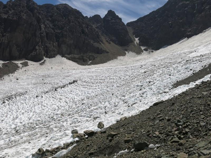 Das übrig gebliebene Gletscherbecken auf ca. 4100m Höhe