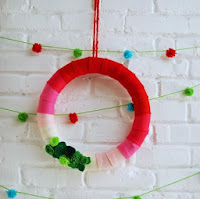 http://www.homemadeginger.com/2013/12/tutorial-ombre-holiday-wreath.html