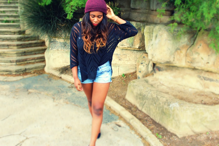 Beach outfit, ombre hair, black jumper, zara heels