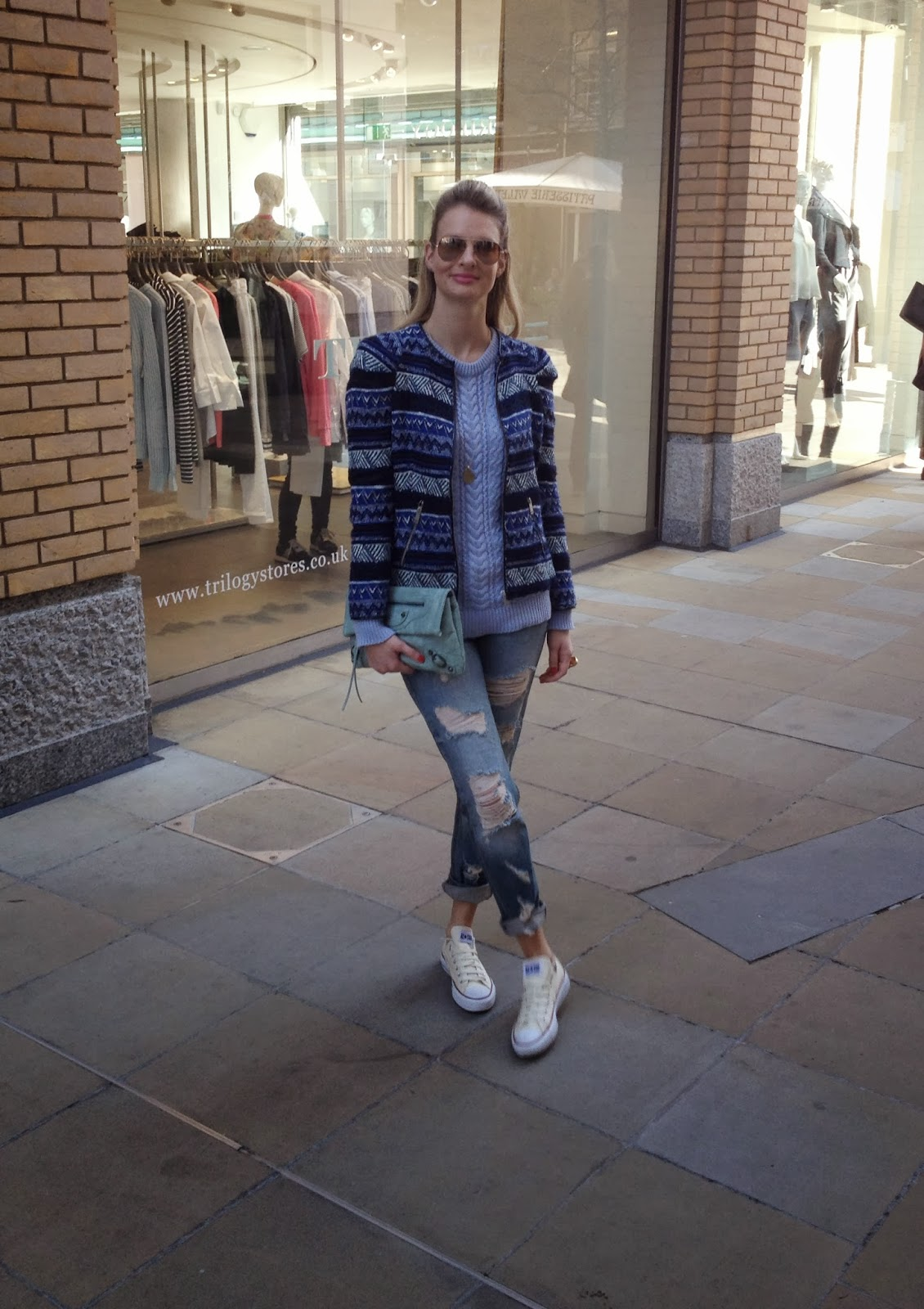 minusey, minusey clutch, mint green clutch, converse, white converse, ripped jeans, destroyed denim, baby blue jumper, blue jacket, baby blue jumper, ray bans, fashion blogger, street style, zara, look book, zara look book