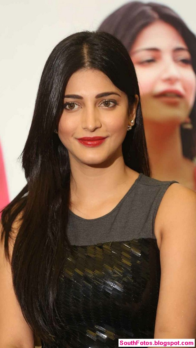 Shruti Haasan Latest Hot Wallpapers