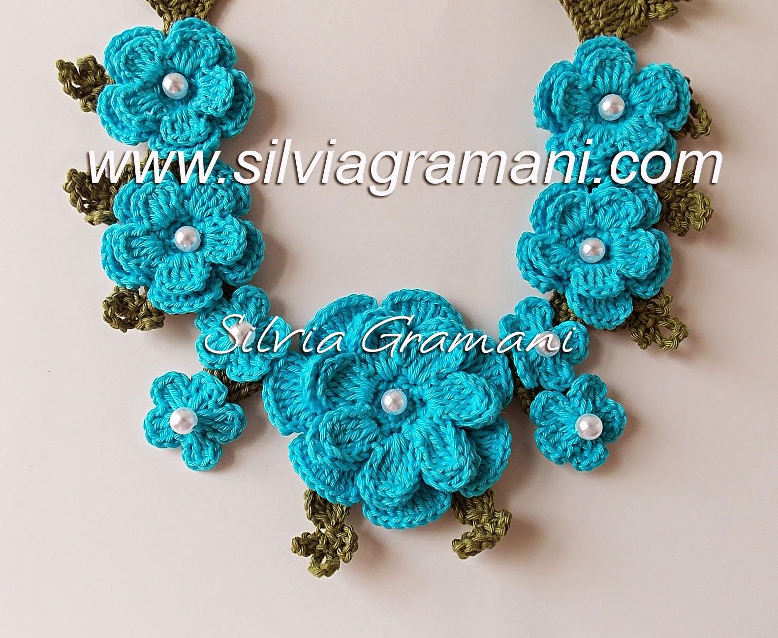 Flores do colar de crochê