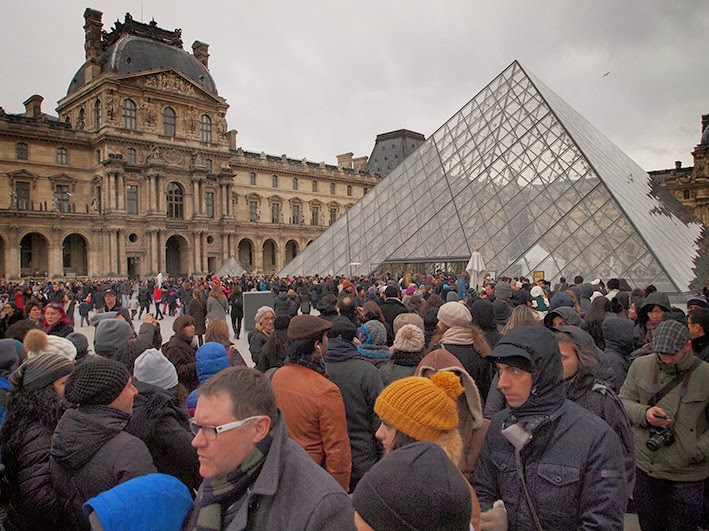 Two-and-a-half hour queue at la Musée du Louvre