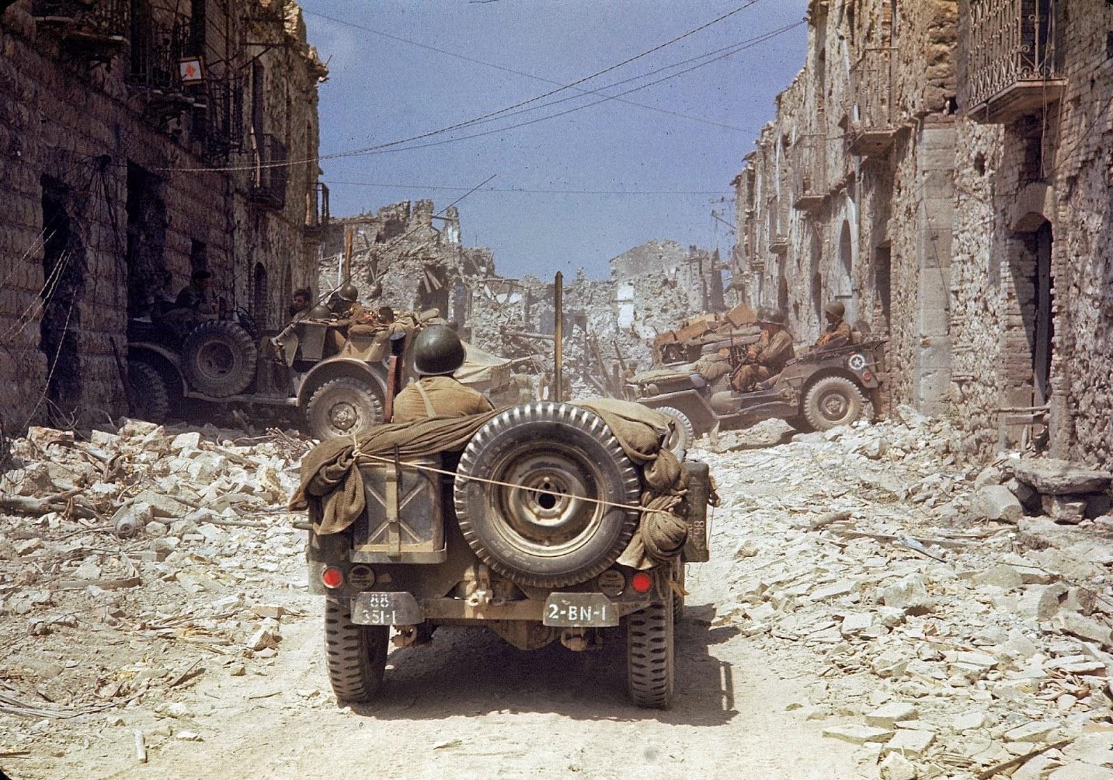 http://3.bp.blogspot.com/-B5TBKKGMdbU/VLacODj7LsI/AAAAAAABOMQ/KBJ56pAwgzQ/s1600/Rare+Color+Photographs+from+World+War+II+(5).jpg