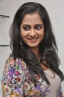 Telugu-Actress-Nanditha-Stills-at-Naturals-Spa-Unisex-Salon
