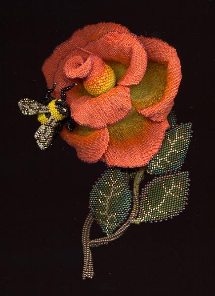 Роза и шмель из бисера