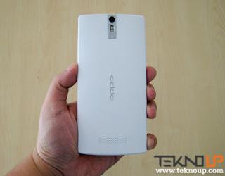 Ponsel Android OPPO Find 5 dengan layar 5 inc