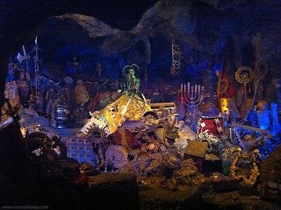 Pirates Caribbean Disneyland Treasure cave cavern gold cursed