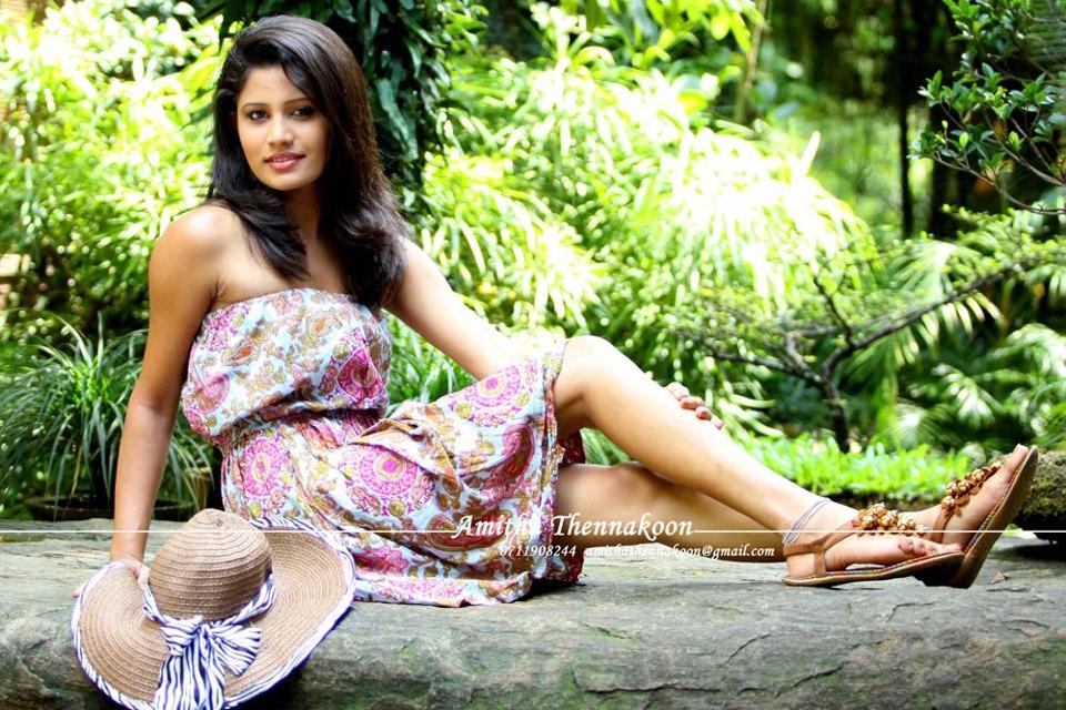 Lankan Hot Actress Model Tv presenter Singer Pics photos stills gallery: Stephanie Siriwardhane