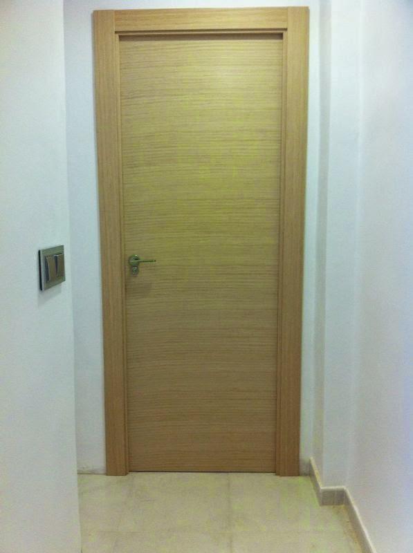 Puerta ciega con betas en horizontal .