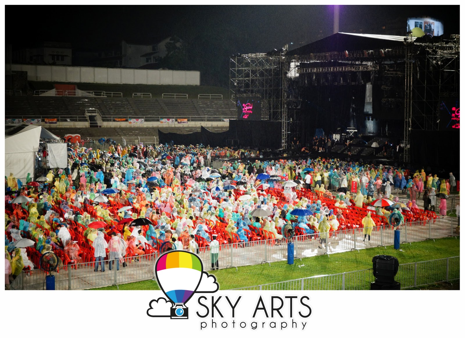 http://3.bp.blogspot.com/-B6goldaO3N0/ULwNEAGl0NI/AAAAAAABqok/sXNLsy9jcmY/s1600/Jennifer+Lopez+%23DanceAgainWorldTour2012+Malaysia+Kuala+Lumpur+Live+Concert-00343.jpg