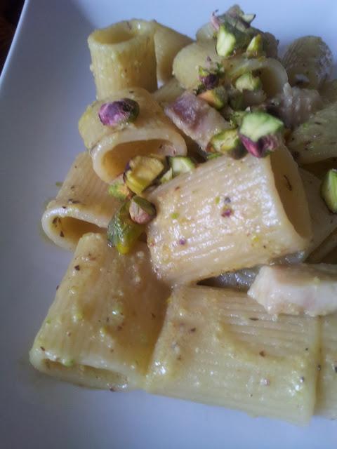 pasta al pescespada e pesto di pistacchi