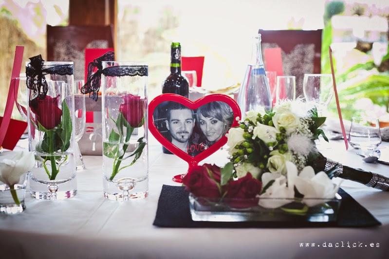 decoracion de mesa nupcial en blanco negro y rojo