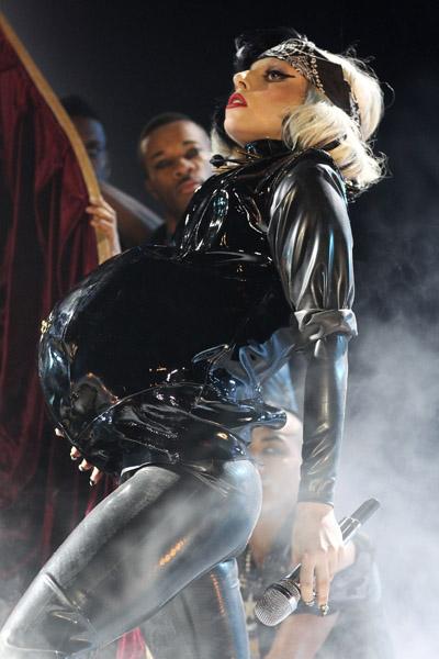 (New)  Lady Gaga ya piensa nombres para su bebé !!