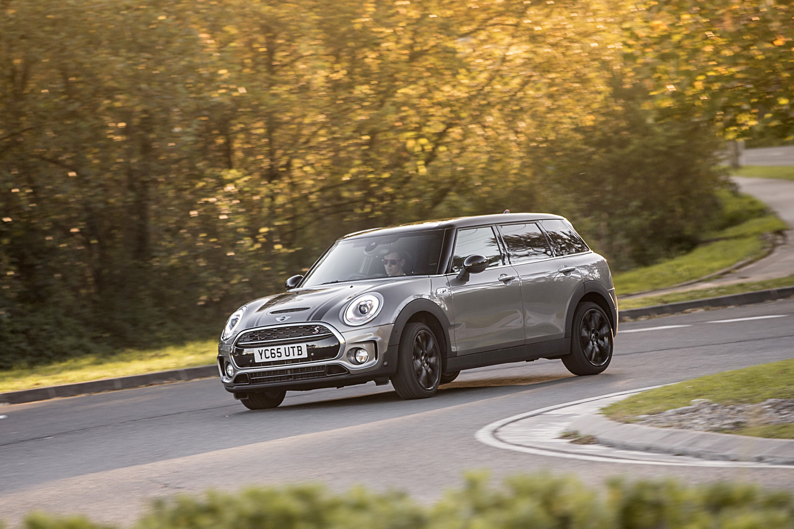 new mini clubman arrives in the uk priced from 19 995 121 pics carscoops. Black Bedroom Furniture Sets. Home Design Ideas