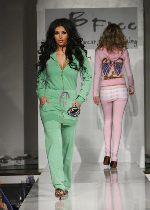 http://3.bp.blogspot.com/-B7KF_CVSdjI/Te2tM10UBhI/AAAAAAAAEK0/Uyb8OJ-c-CY/s1600/Kim_Kardashian_on_the_Ramp%2B%25288%2529.jpg