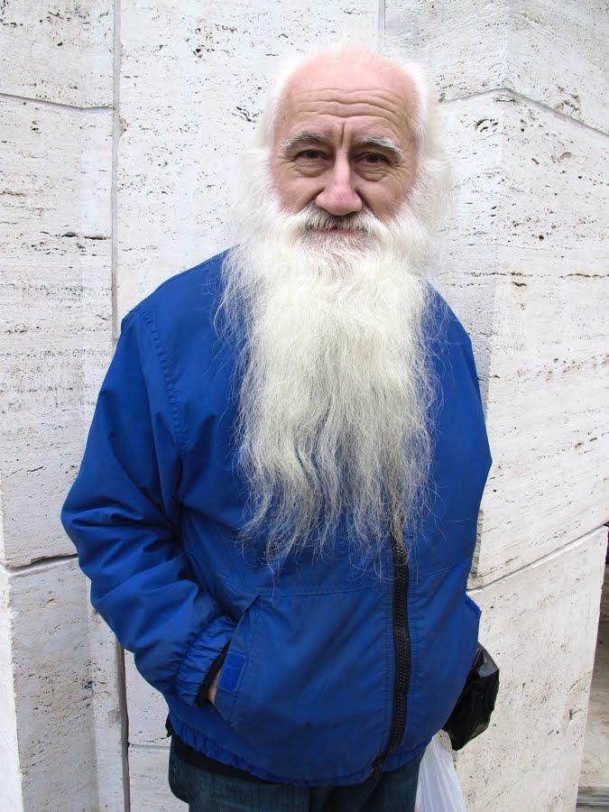 STIL IST INN  Stil im Alter Mann mit Bart und blauer Jacke