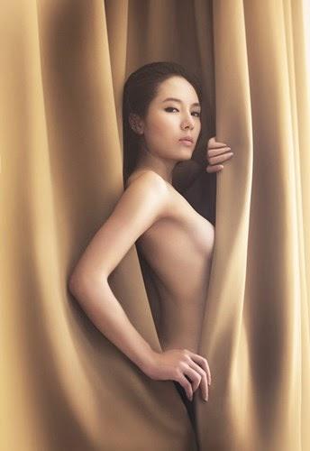 Ca sĩ Phương Linh lần đầu nude táo bạo