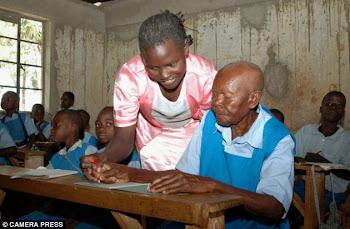 Inspirador: una abuela de 78 años empezó la escuela para cumplir su sueño de ser política